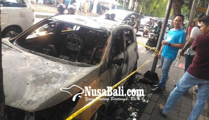 www.nusabali.com-usai-jemput-istri-mobil-terbakar