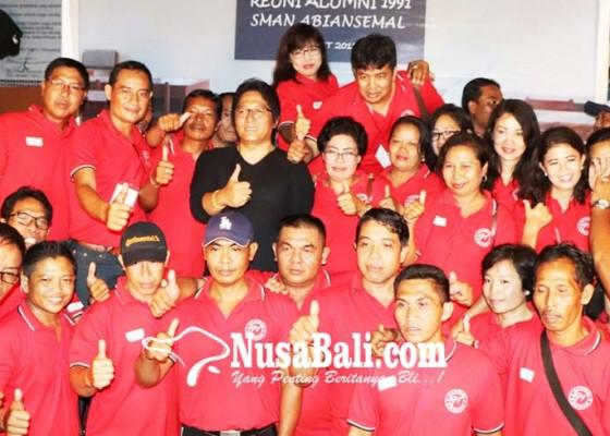 Nusabali.com - bupati-giri-prasta-hadiri-reuni-temu-kangen-alumnus-sman-1-abiansemal-angkatan-1991