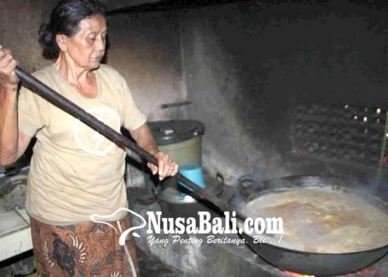 Nusabali.com - jelang-usaba-dalem-ramai-ramai-buat-dodol