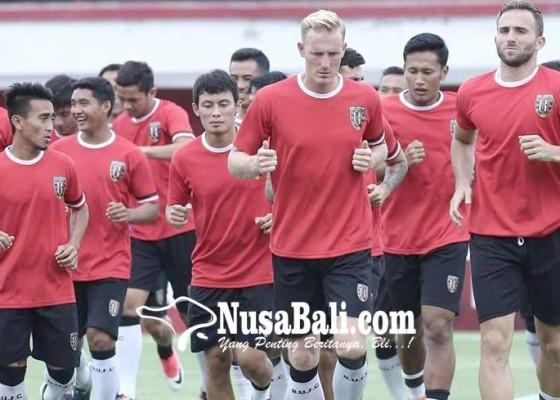 Nusabali.com - pelatih-tranh-hoa-hafal-pemain-bali-united