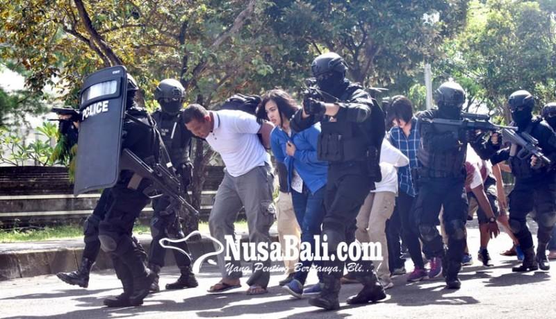 www.nusabali.com-polisi-tembak-mati-5-teroris-di-pelabuhan-benoa