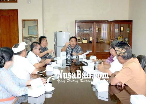 Nusabali.com - perwakilan-desa-adat-banyuning-datangi-dprd-bali
