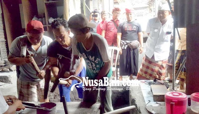 www.nusabali.com-kunjungi-pengerajin-gamelan-koster-tegaskan-perlunya-hak-paten