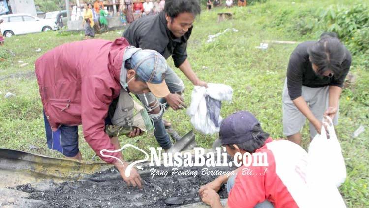 www.nusabali.com-pemulung-cari-pis-bolong-di-pemuun-setra