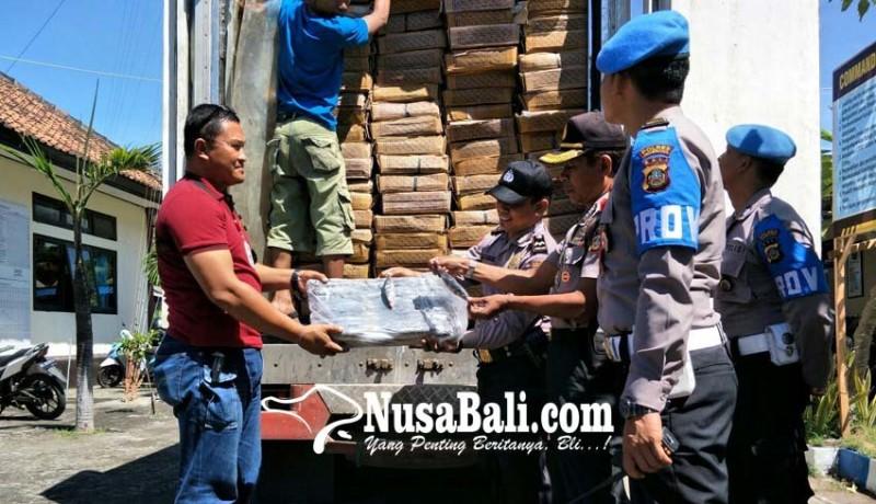 www.nusabali.com-polsek-hadang-pengiriman-75-ton-ikan-layan