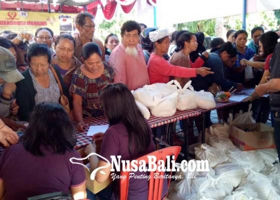 Nusabali.com - pasar-murah-jelang-nyepi-sembako-diserbu-pembeli