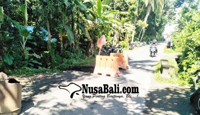 www.nusabali.com-jalan-menuju-kampung-wabup-bangli-hanya-bisa-dilalui-pejalan-kaki