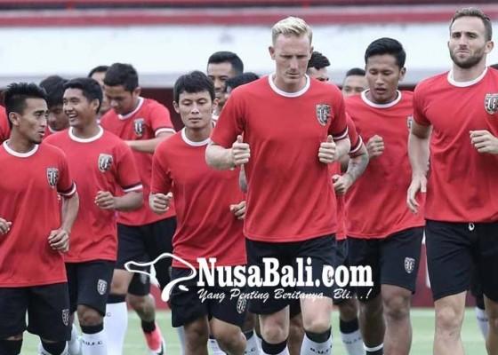 Nusabali.com - boyong-21-pemain-ke-vietnam