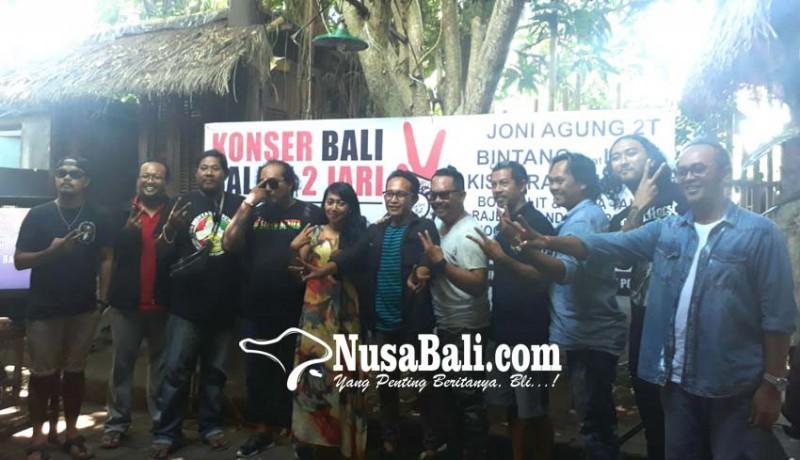www.nusabali.com-seniman-sampaikan-aspirasi-lewat-konser-salam-dua-jari