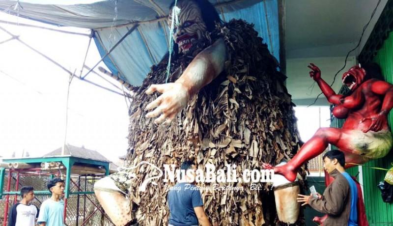www.nusabali.com-baju-ogoh-ogoh-habiskan-1000-batang-don-kraras
