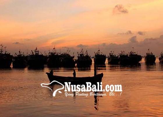Nusabali.com - diskan-bantu-nelayan-23-jukung-fiber-dan-24-unit-mesin-tempel