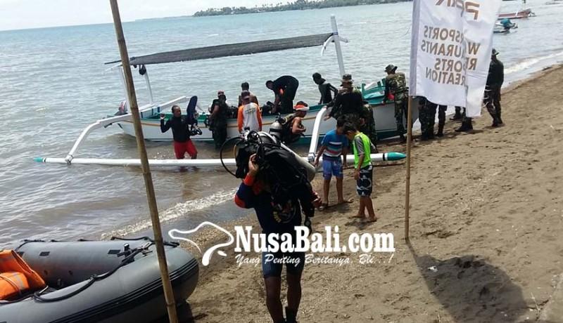 www.nusabali.com-puluhan-penyelam-bersihkan-sampah-bawah-laut