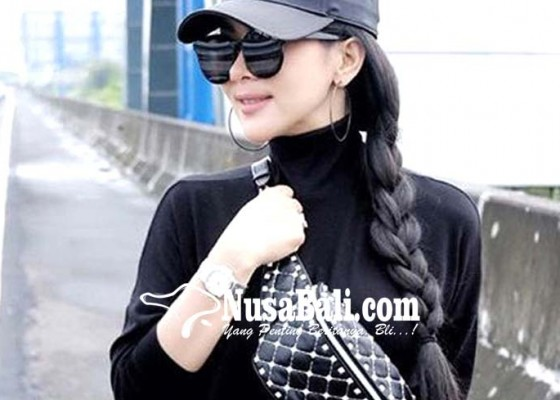 Nusabali.com - syahrini-langgar-aturan-karena-terpukau
