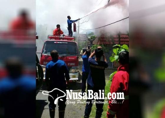 Nusabali.com - kabel-pln-terbakar-warga-sangkaragung-waswas-api-merembet-ke-pemukiman