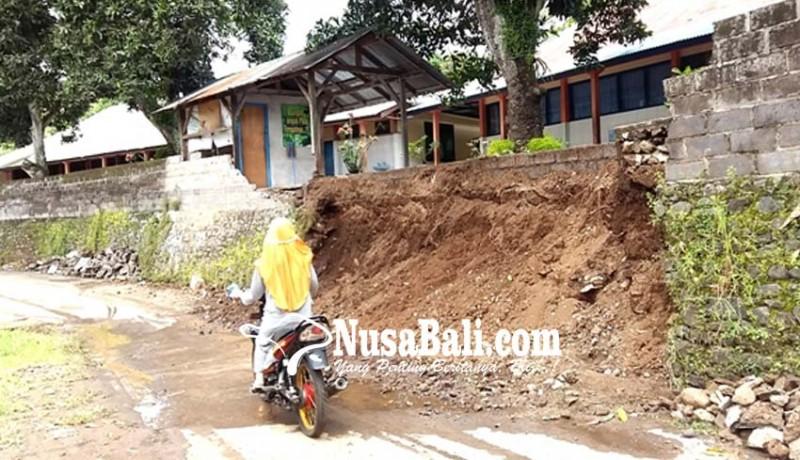 www.nusabali.com-tembok-pagar-sdn-2-tegallinggah-roboh
