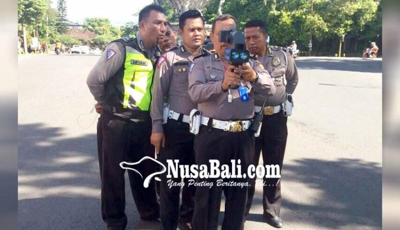 www.nusabali.com-polisi-pasang-speed-gun-pelanggar-batas-kecepatan-tak-bisa-mengelak