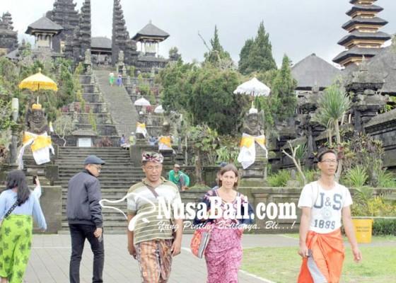 Nusabali.com - wisatawan-dilarang-masuk-pura-besakih