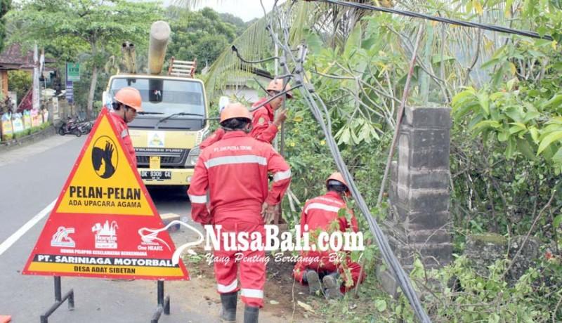 www.nusabali.com-tiang-listrik-patah-kabel-melintang-di-jalan