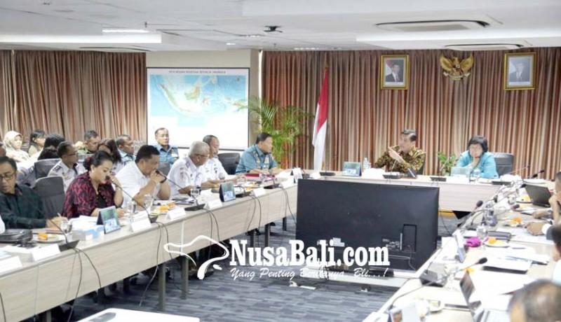 www.nusabali.com-rakor-dengan-menko-maritim-bupati-eka-komitmen-perangi-sampah