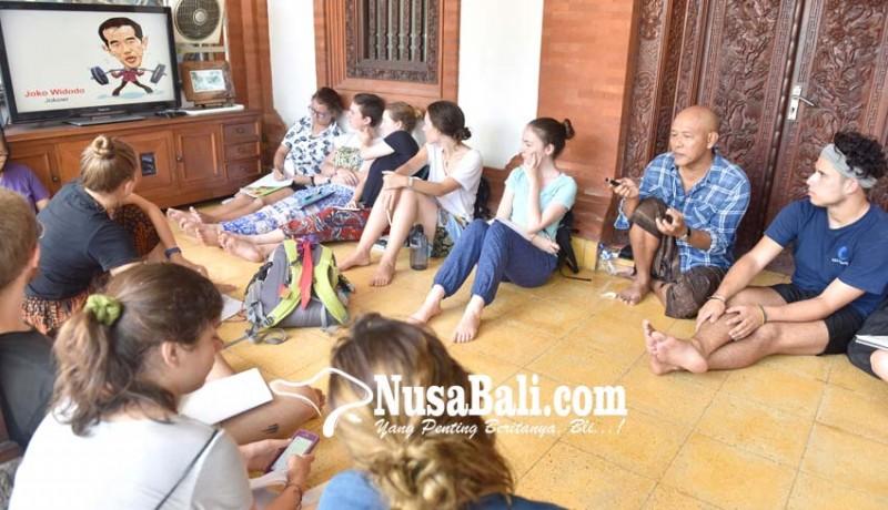 www.nusabali.com-mahasiswa-asing-kenali-politik-indonesia-lewat-kartun