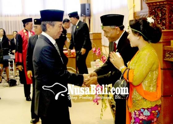 Nusabali.com - suyasa-tegang-saat-ucapkan-sumpah