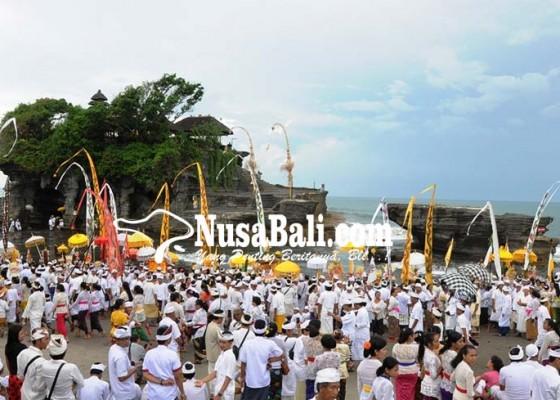 Nusabali.com - melasti-di-tanah-lot-sihir-wisatawan