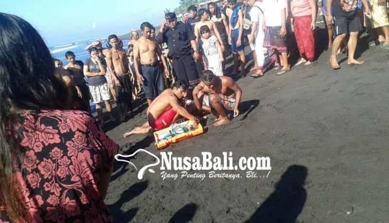 www.nusabali.com-tiga-warga-tergulung-ombak