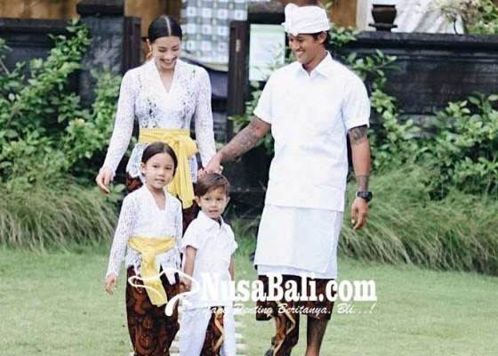 Nusabali.com - irfan-bachdim-nikmati-ogoh-ogoh