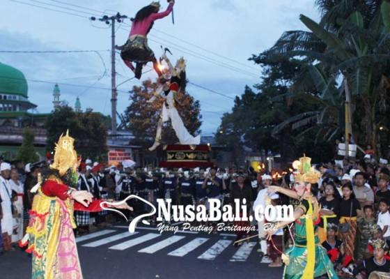 Nusabali.com - patung-catur-muka-di-karangsokong-diplaspas