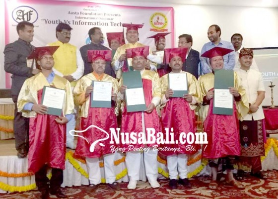 Nusabali.com - dua-putra-bali-terima-gelar-doktor-honoris-causa-di-india