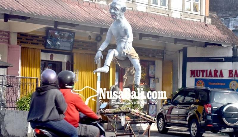 www.nusabali.com-dlhk-akan-angkut-bekas-ogoh-ogoh-di-pinggir-jalan