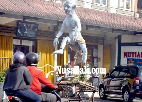 Nusabali.com - dlhk-akan-angkut-bekas-ogoh-ogoh-di-pinggir-jalan