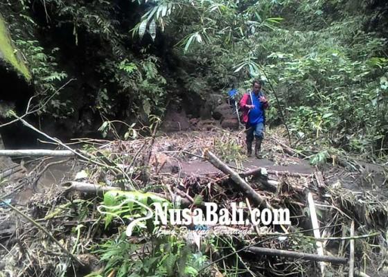 Nusabali.com - pipa-pdam-hanyut-terbawa-banjir
