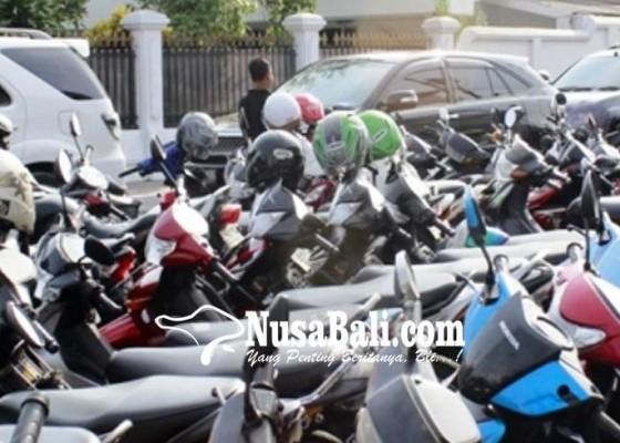 Nusabali.com - parkir-berlangganan-tunggu-provinsi