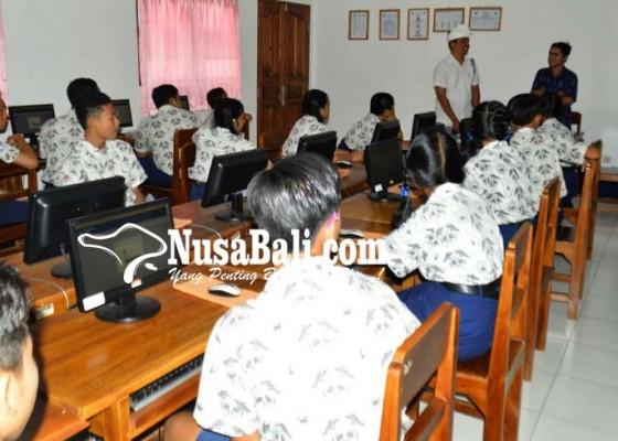 Nusabali.com - simulasi-unbk-peserta-kerjakan-soal-sesuai-jam-ujian