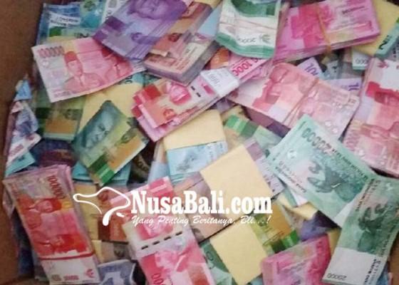 Nusabali.com - nasabah-pakai-uang-mainan