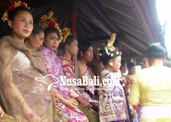 Nusabali.com - 21-pasangan-pengantin-cuma-dibebani-rp-450000pasang