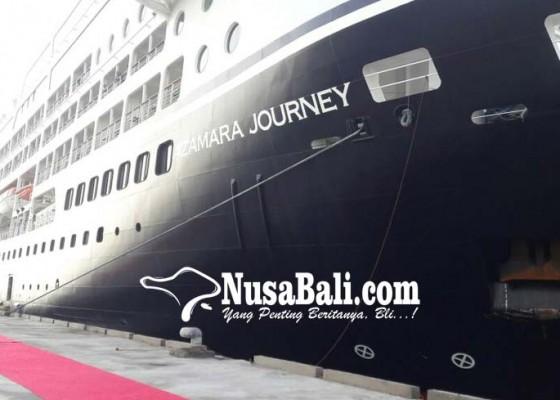 Nusabali.com - ratusan-wisman-azamara-journey-city-tour-buleleng