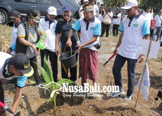 Nusabali.com - peringatan-hari-air-dunia-tanam-1800-pohon