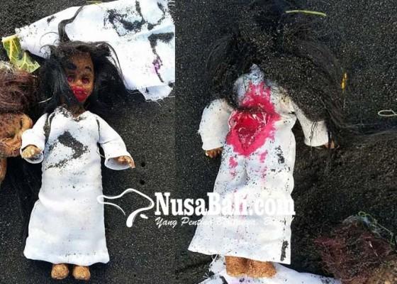 Nusabali.com - 2-boneka-aneh-kagetkan-warga