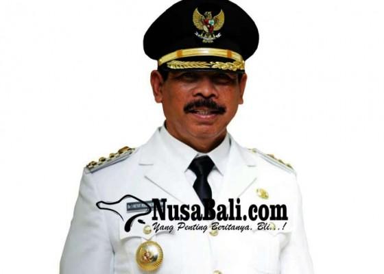 Nusabali.com - pedagang-es-keliling-jadi-penjabat-bupati