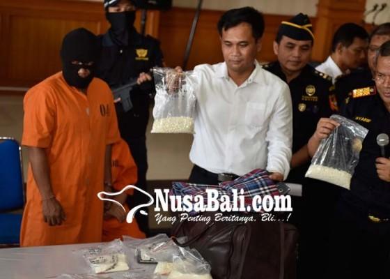 Nusabali.com - dijanjikan-kerja-di-luar-negeri-ternyata-jemput-kokain