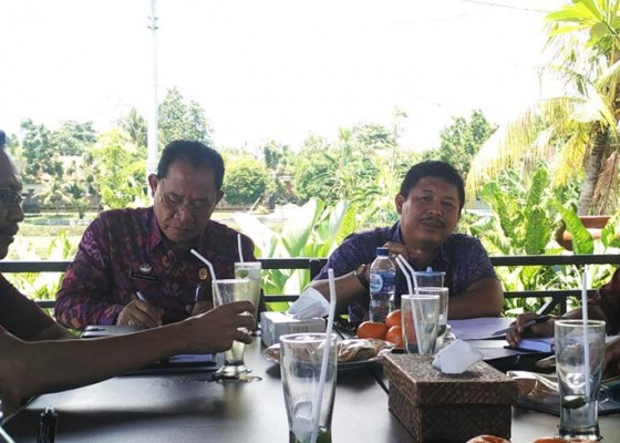 Nusabali.com - bupati-jembrana-ajak-masyarakat-nobar-pelantikan-abang