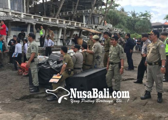 Nusabali.com - satpol-pp-provinsi-bali-bongkar-bangunan-ilegal-di-pantai-canggu
