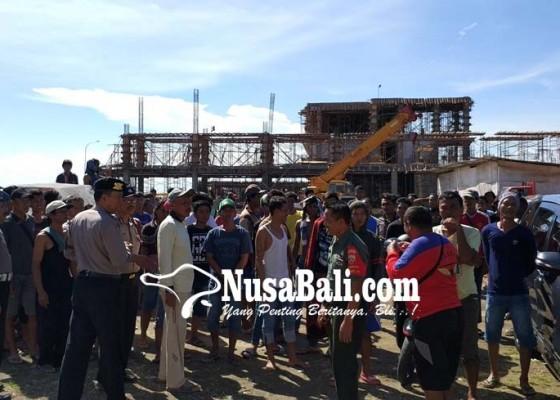 Nusabali.com - buruh-proyek-politeknik-kp-demo