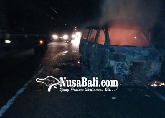 Nusabali.com - mobil-rombongan-pengantin-terbakar