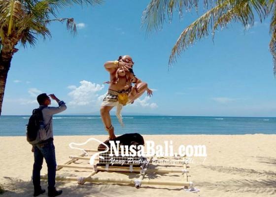Nusabali.com - ogoh-ogoh-jadi-daya-tarik-pengunjung-pantai-sanur