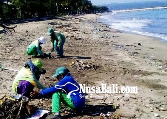 Nusabali.com - pantai-kuta-dan-kedonganan-kembali-penuh-sampah