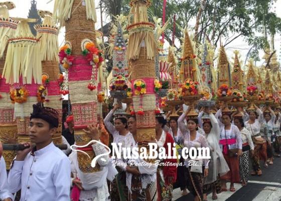 Nusabali.com - mapepada-penek-di-pura-ulun-danu-batur