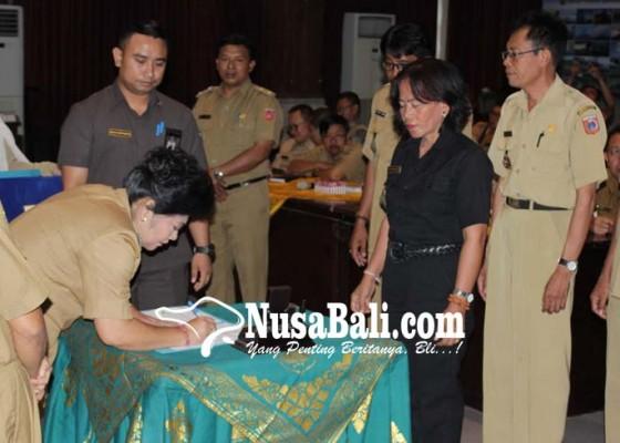 Nusabali.com - bupati-dan-perbekel-se-karangasem-berkomitmen